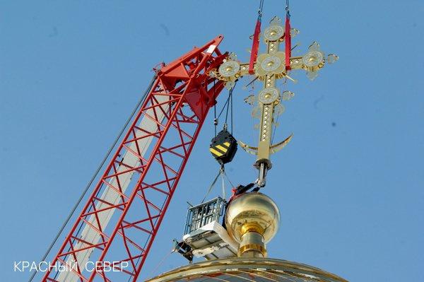 На купола кафедрального Преображенского собора возвели кресты (фото) - фото 2