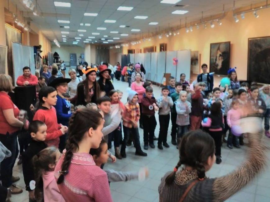 В Бердянском художественном музее дети путешествовали со своими старыми друзьями (фото) - фото 2