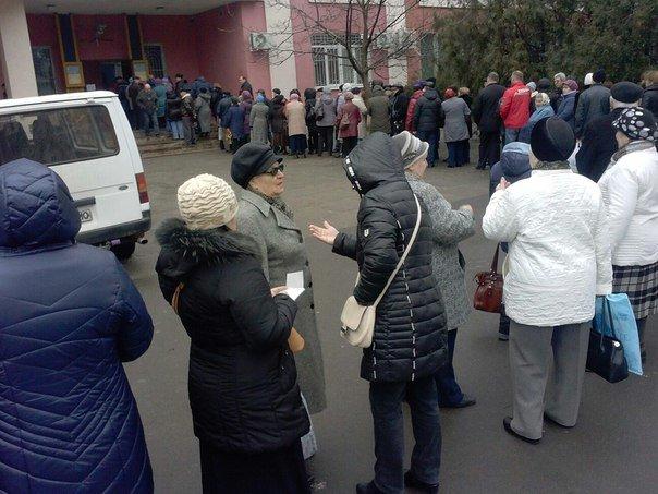 Пенсионеры Черноморска «штурмовали» Энергосбыт (фото) - фото 2