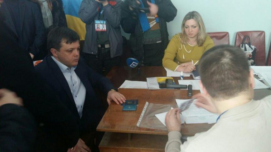 В Кривом Роге: арестовали фальшивомонетчика, суд выяснить законность назначения 7 заместителей мэра, горизбирком регистрирует кандидатов (фото) - фото 3