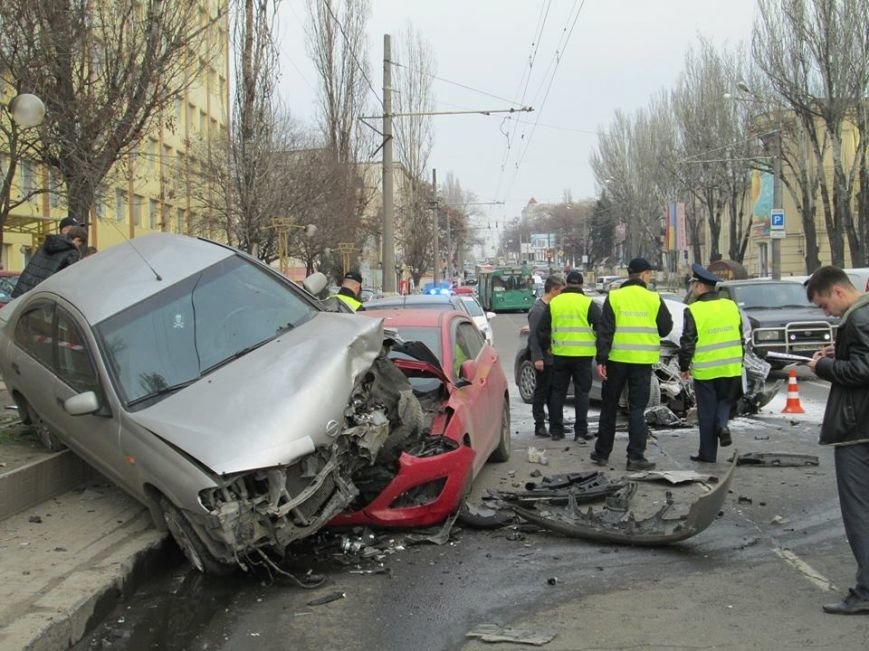 0a6c9c35dcd43223f452bd2c06f6fa51 Груда металлолома: В Одессе на Мельницкой столкнулись сразу 4 автомобиля
