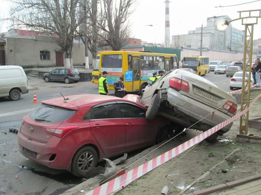 285ee75e5154b0d308bb4872be8597b0 Груда металлолома: В Одессе на Мельницкой столкнулись сразу 4 автомобиля