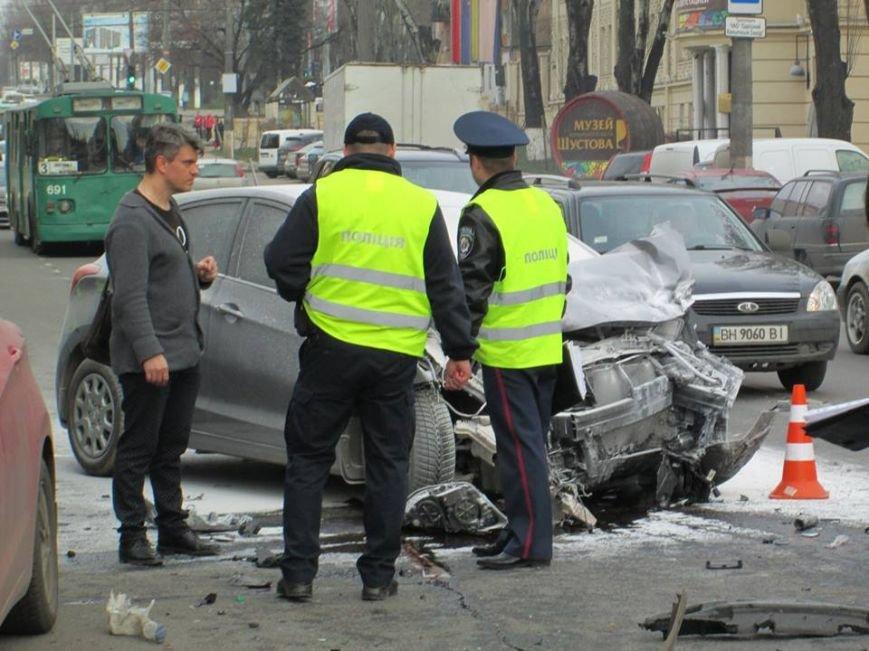 339696e52d2b04e9b2f5b0a89593bb1c Груда металлолома: В Одессе на Мельницкой столкнулись сразу 4 автомобиля