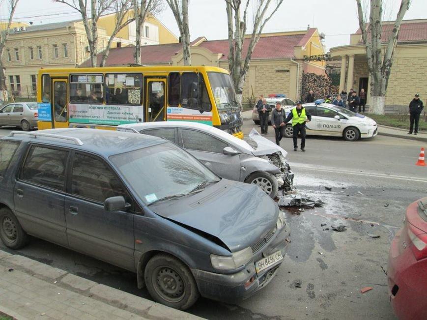 5e017995d1a66f78f76beb2d68d3b3a1 Груда металлолома: В Одессе на Мельницкой столкнулись сразу 4 автомобиля