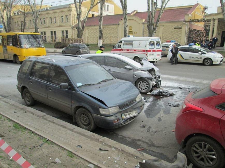 63e414507e67676d8f423cdb1f4e7f5d Груда металлолома: В Одессе на Мельницкой столкнулись сразу 4 автомобиля