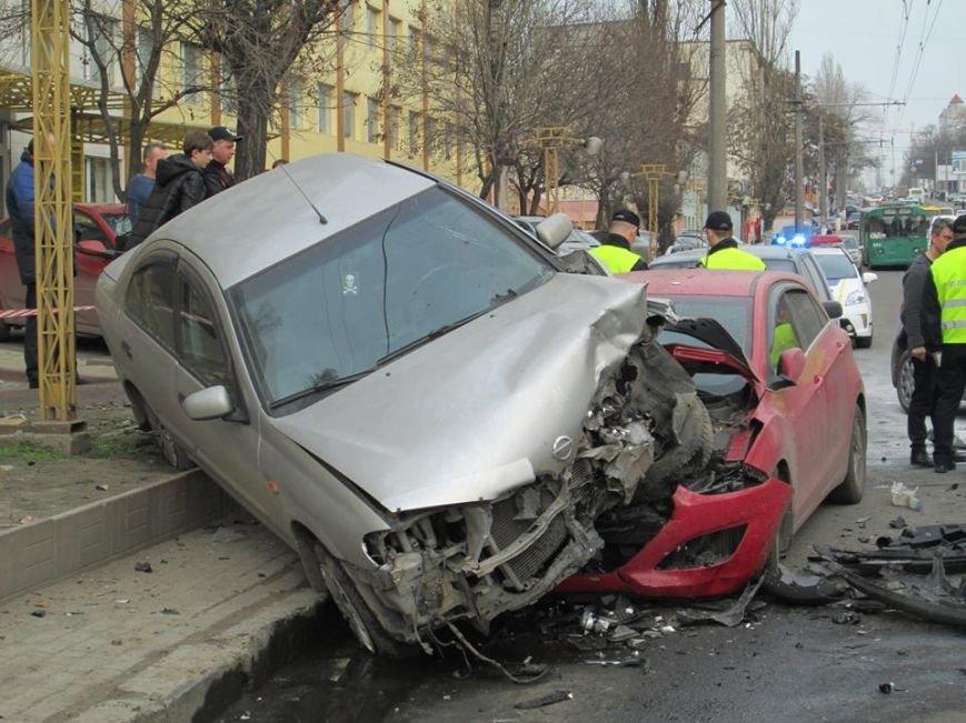 9e88f82150a73c18d0c8a6d610e4264f Груда металлолома: В Одессе на Мельницкой столкнулись сразу 4 автомобиля