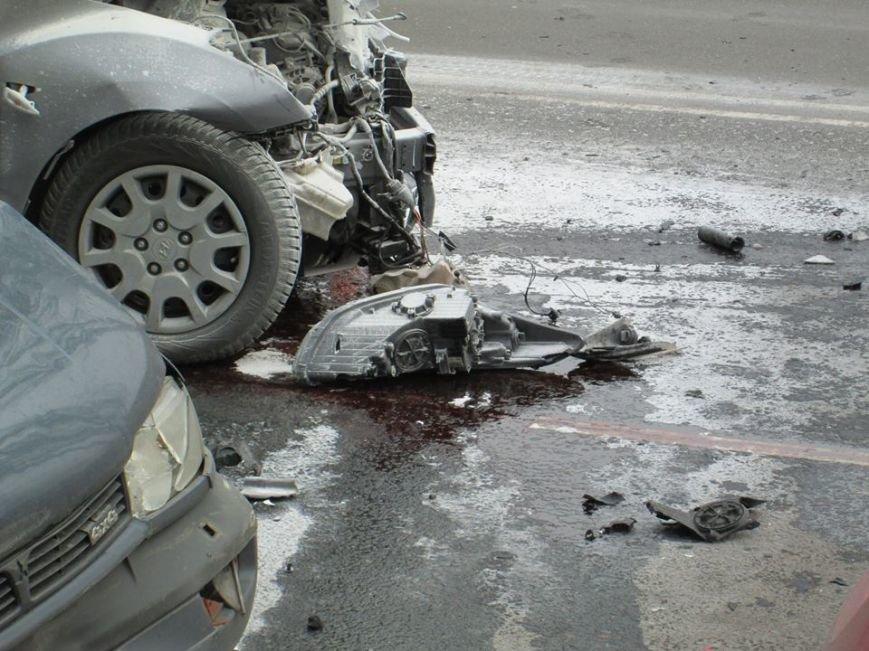 f7242598886b939d20f8bcc6cbe0f96c Груда металлолома: В Одессе на Мельницкой столкнулись сразу 4 автомобиля