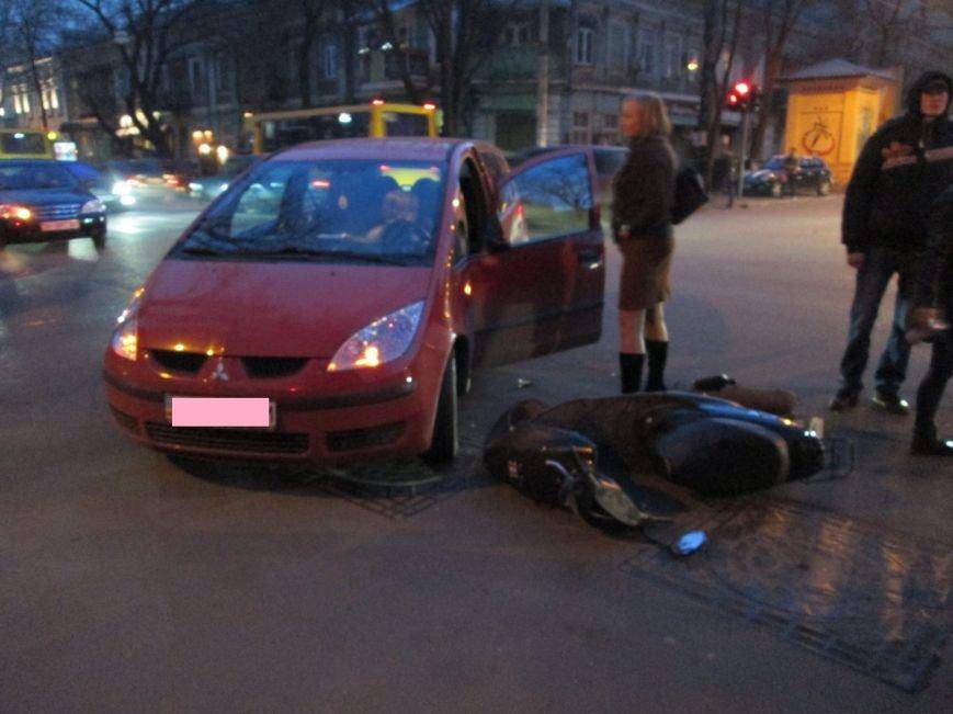 В Одессе дама на малолитражке не заметила мопедиста (ФОТО), фото-1