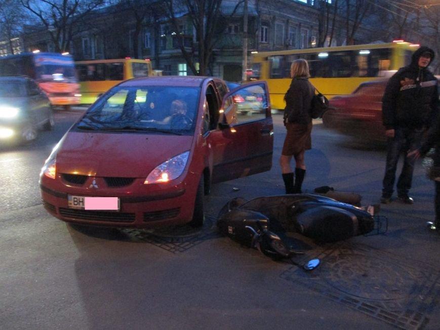 В Одессе дама на малолитражке не заметила мопедиста (ФОТО), фото-2