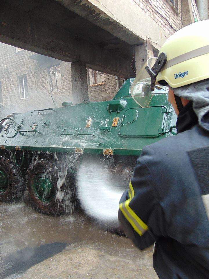 На территории мариупольского отдела полиции тушили импровизированный  пожар (ФОТО), фото-8