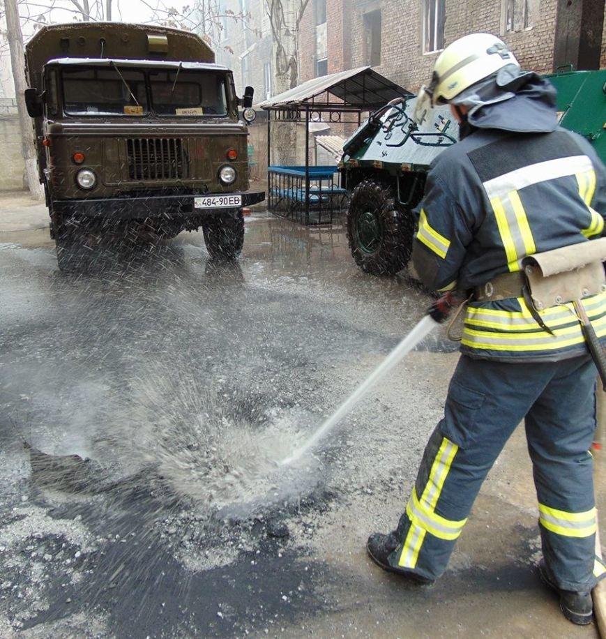 На территории мариупольского отдела полиции тушили импровизированный  пожар (ФОТО), фото-7