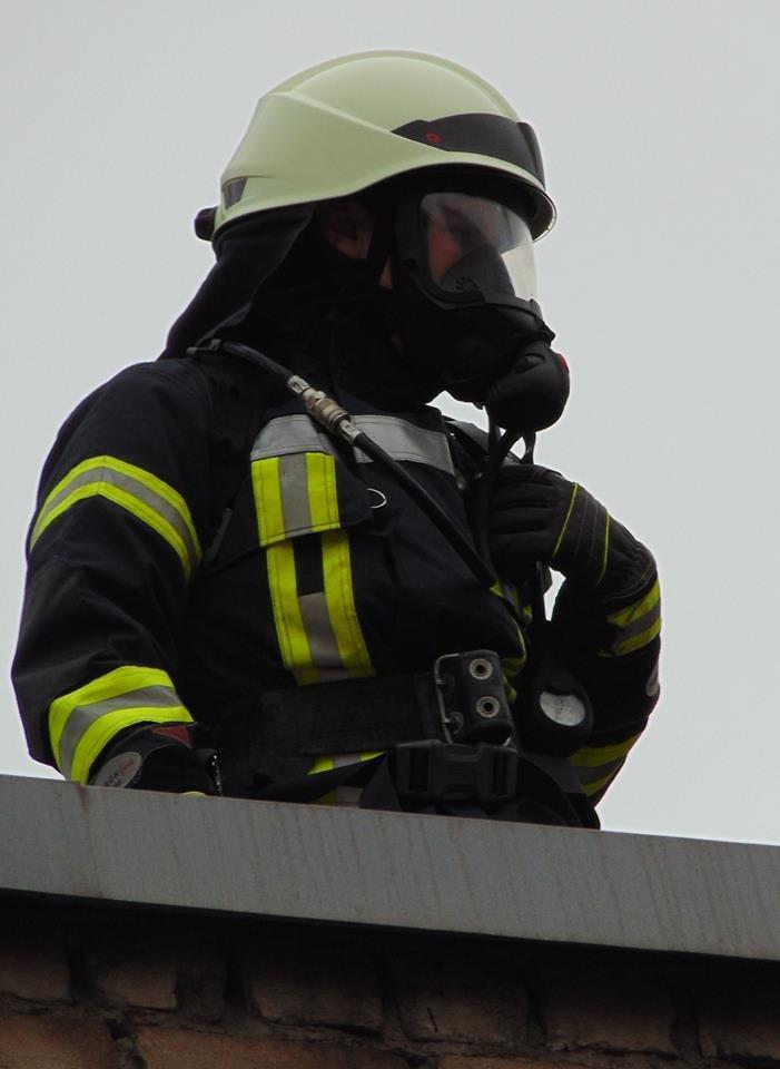 На территории мариупольского отдела полиции тушили импровизированный  пожар (ФОТО), фото-10