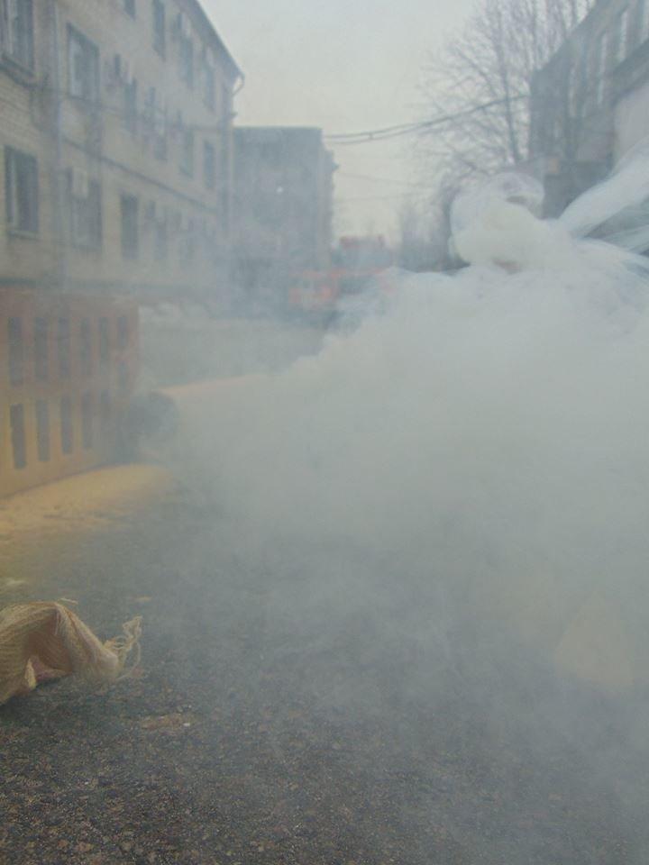 На территории мариупольского отдела полиции тушили импровизированный  пожар (ФОТО), фото-12