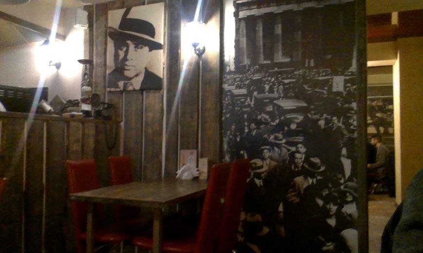 Тайный посетитель gorod212.by в баре «Чикаго»: почти идеальное обслуживание, и узкие столики в атмосфере американского города 20-х годов прошлого века (фото) - фото 2