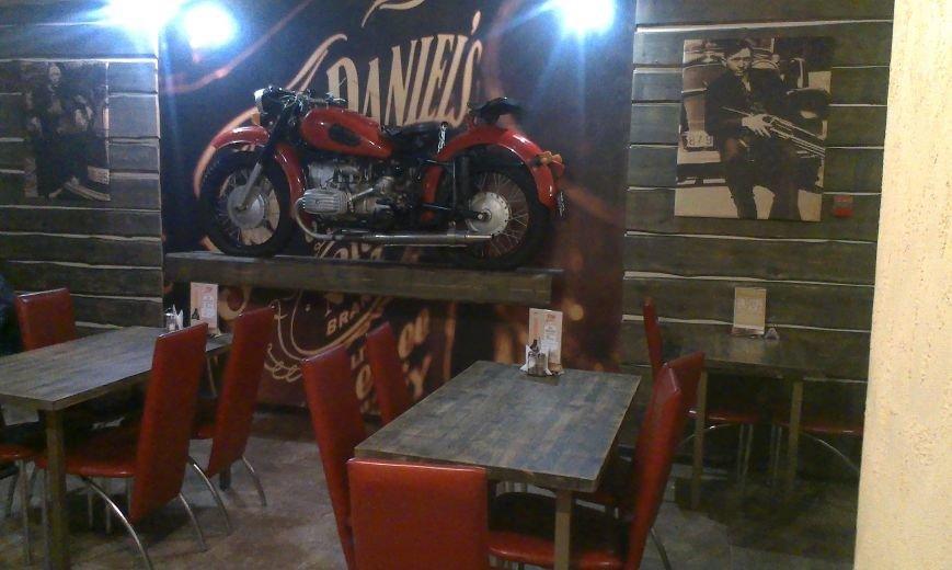Тайный посетитель gorod212.by в баре «Чикаго»: почти идеальное обслуживание, и узкие столики в атмосфере американского города 20-х годов прошлого века (фото) - фото 3