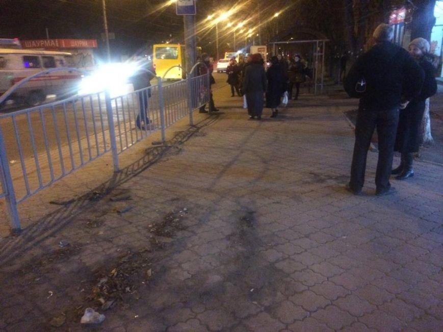 В Мариуполе освободили от незаконных киосков проход к остановке возле подземного перехода (ФОТО), фото-1