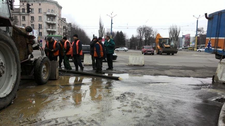 В центре Днепродзержинска из-за прорыва водопровода ограничено движение транспорта, фото-8