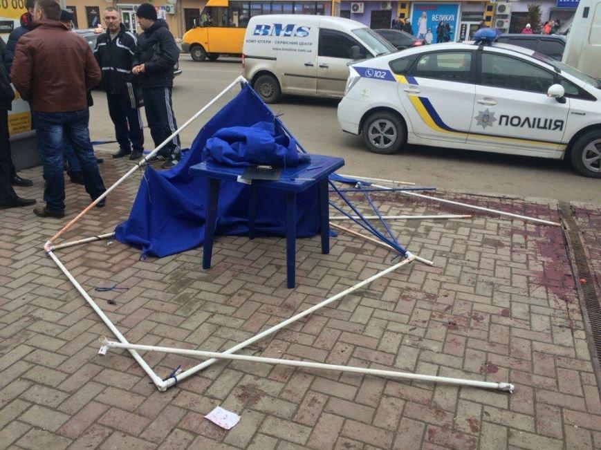 В Сумах разгромили палатку, собиравшую подписи против переименования улиц (ФОТО) (фото) - фото 1
