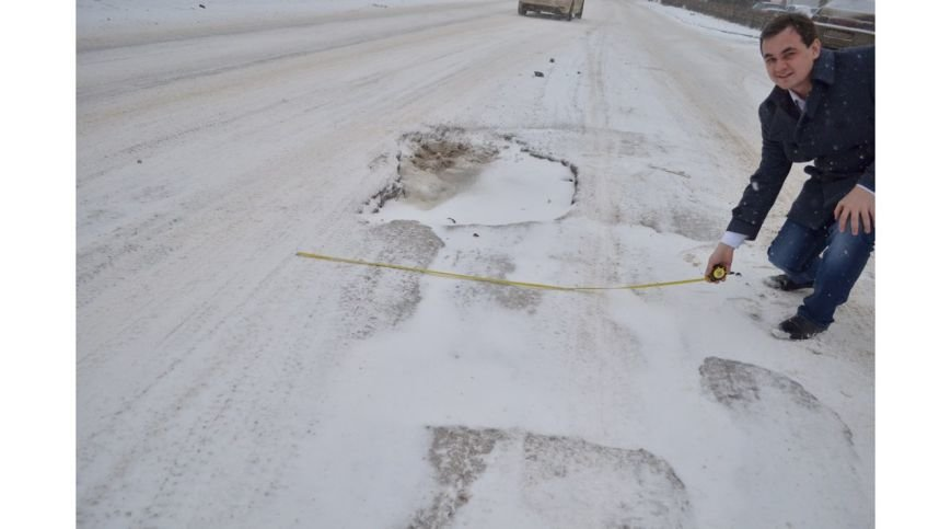 Ульяновец отметил день рождениz дорожной ямы (фото) - фото 1