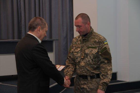 Бойцов спецроты «Чернигов» наградили за проявленное мужество (фото) - фото 3