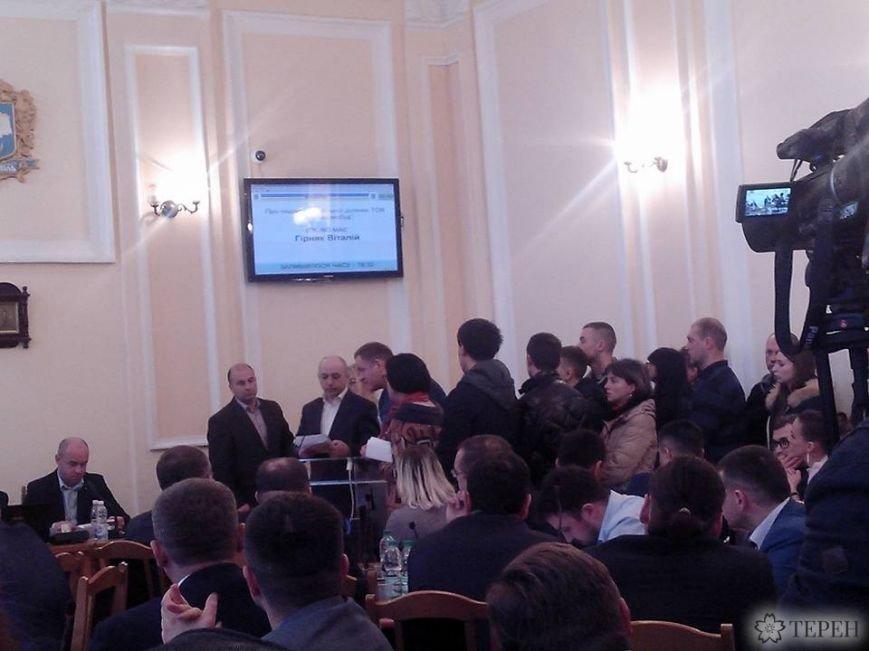 Понад 100 тернополян влаштували пікет під стінами міської ради (фото) (фото) - фото 1