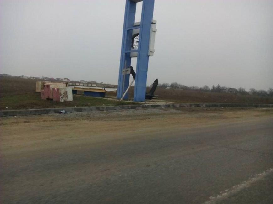 af94922b9ec77b4f484fed7061fcc5a1 Прощай, Ильичевск: На въезде в Черноморск демонтировали прежнюю надпись