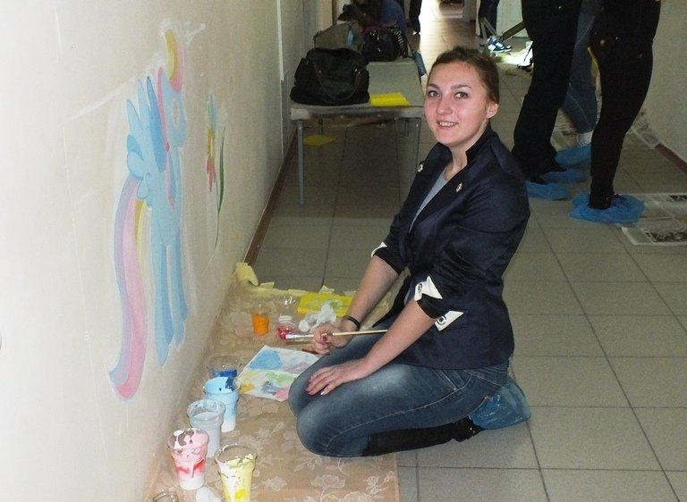 Юні художники прикрашають дитячі лікарні Черкас яскравими малюнками (ФОТО) (фото) - фото 2