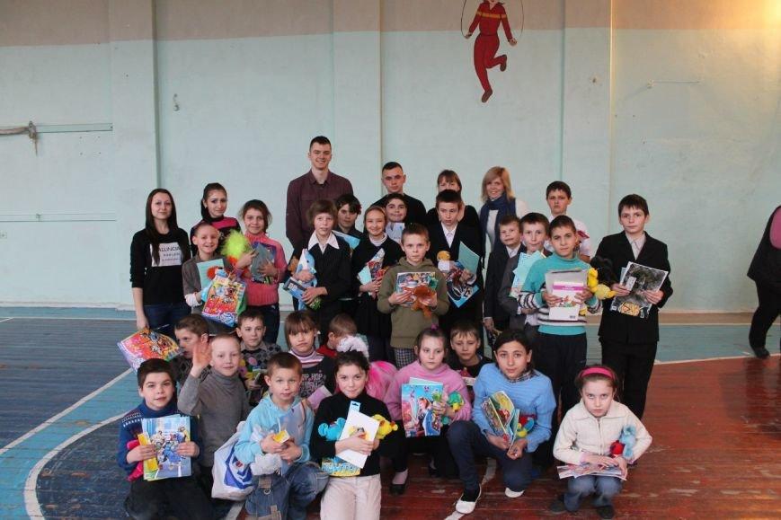 Днепродзержинские студенты провели акцию «Подари ребенку улыбку» (фото) - фото 8