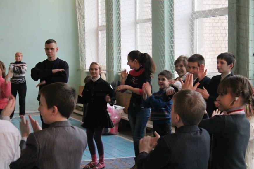 Днепродзержинские студенты провели акцию «Подари ребенку улыбку» (фото) - фото 2