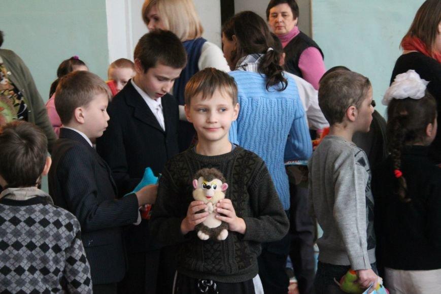 Днепродзержинские студенты провели акцию «Подари ребенку улыбку» (фото) - фото 7