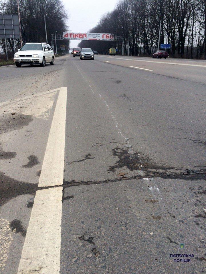 Патрульні виписали штраф трактористу за пошкодження проїжджої частини (ФОТО), фото-3