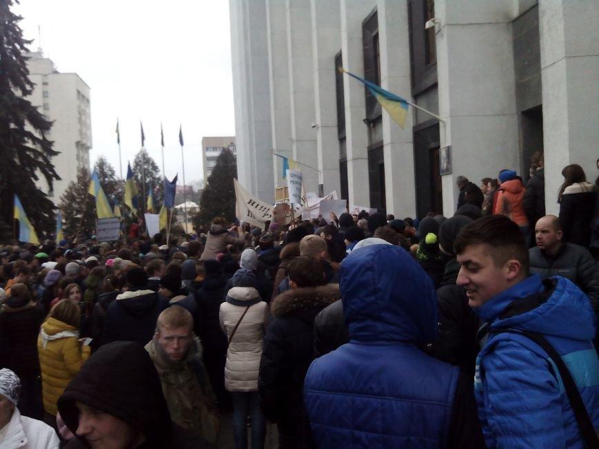 Сотні студентів та викладачів пікетують Тернопільську ОДА (Фото) (фото) - фото 1