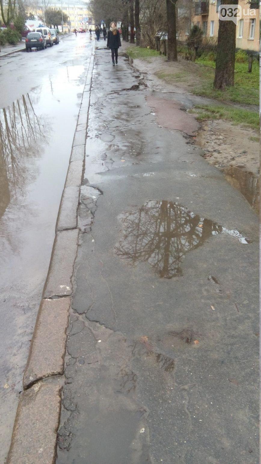 Чи відремонтують тротуар на вул. Медової Печери? (фото) - фото 2
