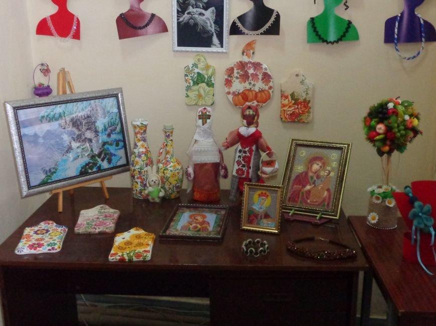 В Красноармейске открыта чудо-выставка, приуроченная к 8 марта (фото) - фото 2