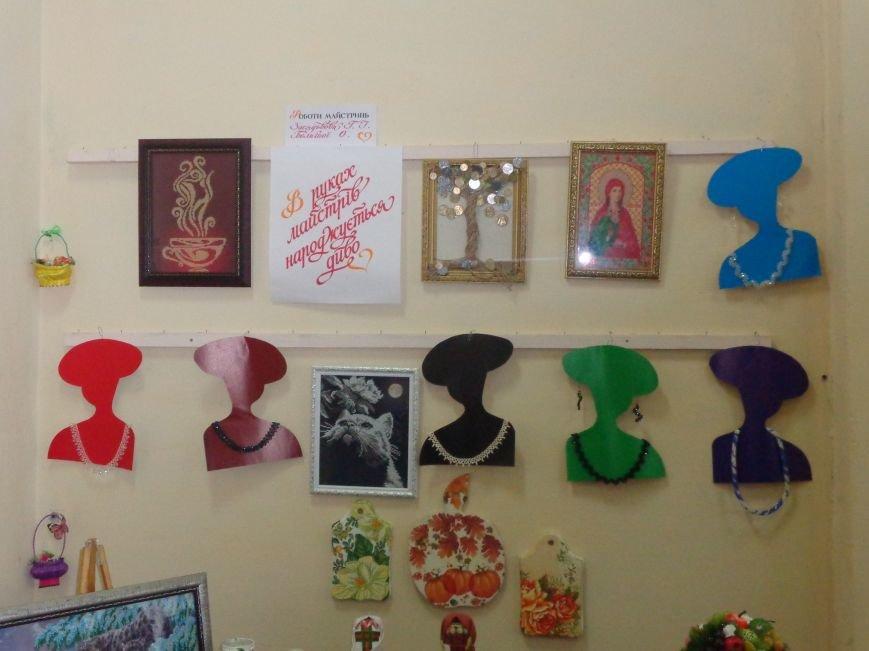 В Красноармейске открыта чудо-выставка, приуроченная к 8 марта (фото) - фото 1
