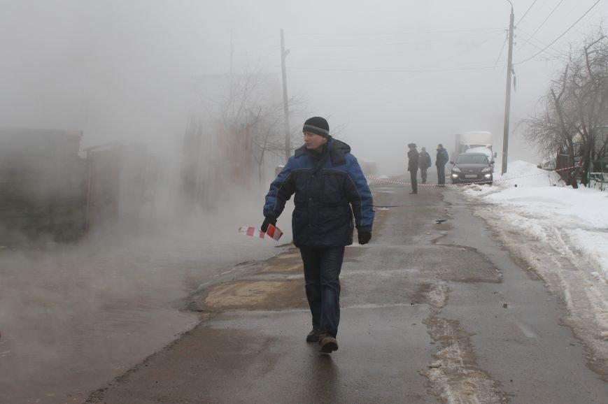 В Твери произошла авария на теплотрассе в Заволжском районе (ФОТО) (фото) - фото 1
