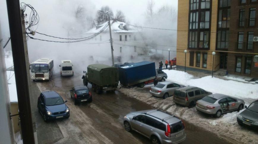 В Твери произошла авария на теплотрассе в Заволжском районе (фото) - фото 1