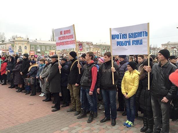 В Бердянске 3 марта на площади у ГДК протестовали коллективы заведений профтехобразования (фото) - фото 3