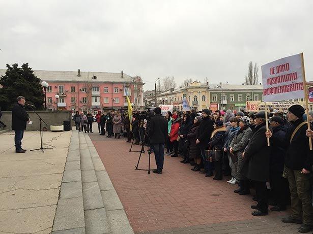 В Бердянске 3 марта на площади у ГДК протестовали коллективы заведений профтехобразования (фото) - фото 4