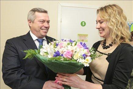 Василий Голубев поздравил с 8 марта донских бизнес-леди (фото) - фото 1