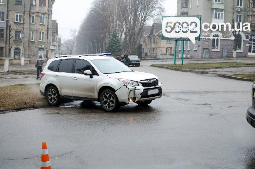 В Днепродзержинске произошло ДТП на пересечении проспекта Свободы и улицы Мира (фото) - фото 3