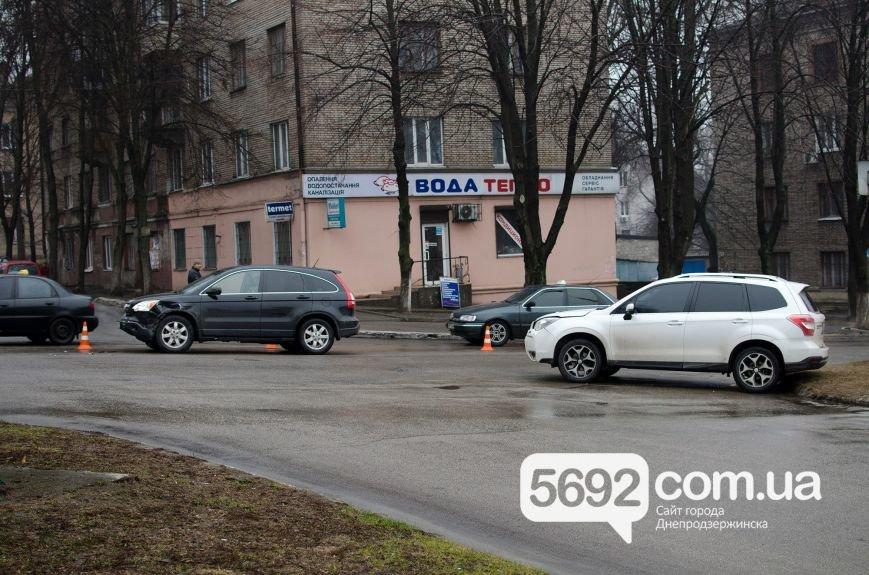 В Днепродзержинске произошло ДТП на пересечении проспекта Свободы и улицы Мира (фото) - фото 4