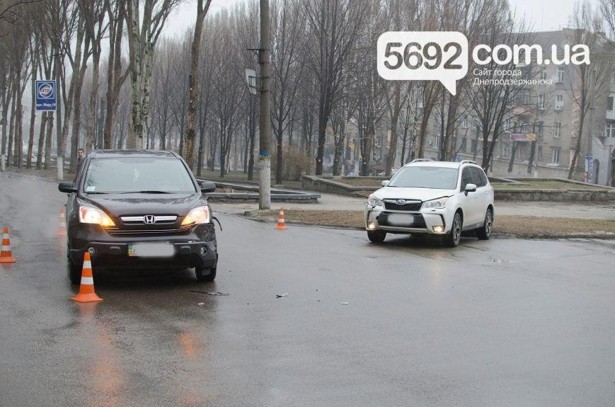 В Днепродзержинске произошло ДТП на пересечении проспекта Свободы и улицы Мира (фото) - фото 2
