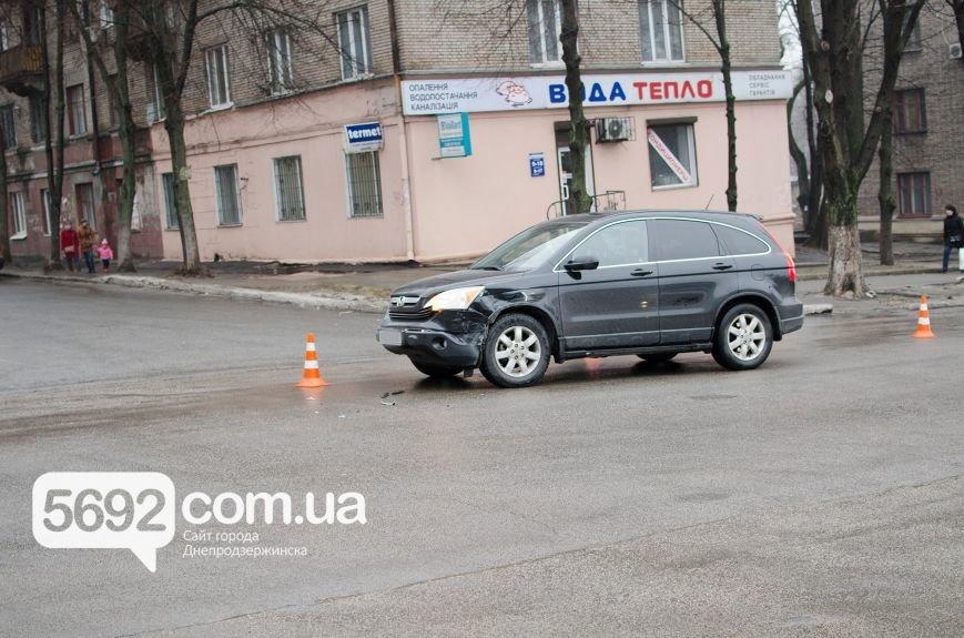В Днепродзержинске произошло ДТП на пересечении проспекта Свободы и улицы Мира, фото-1