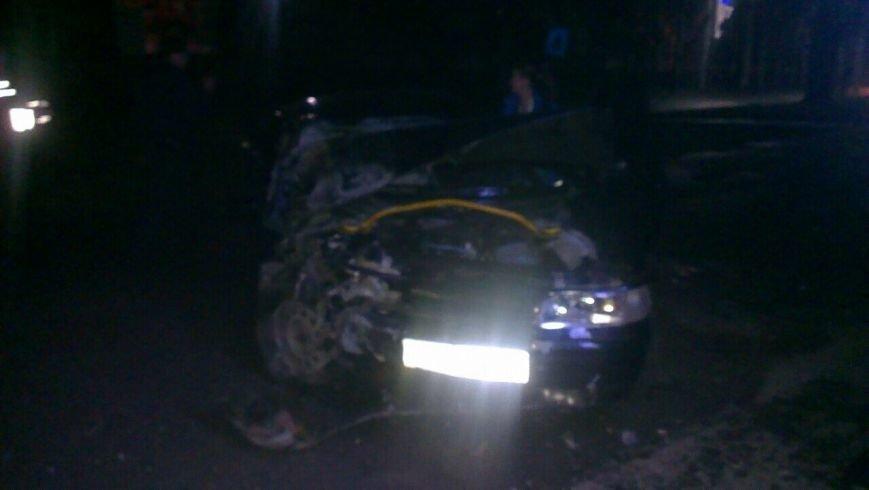 В Энергодаре машина врезалась в киоск, двое пострадавших, ФОТО (фото) - фото 3