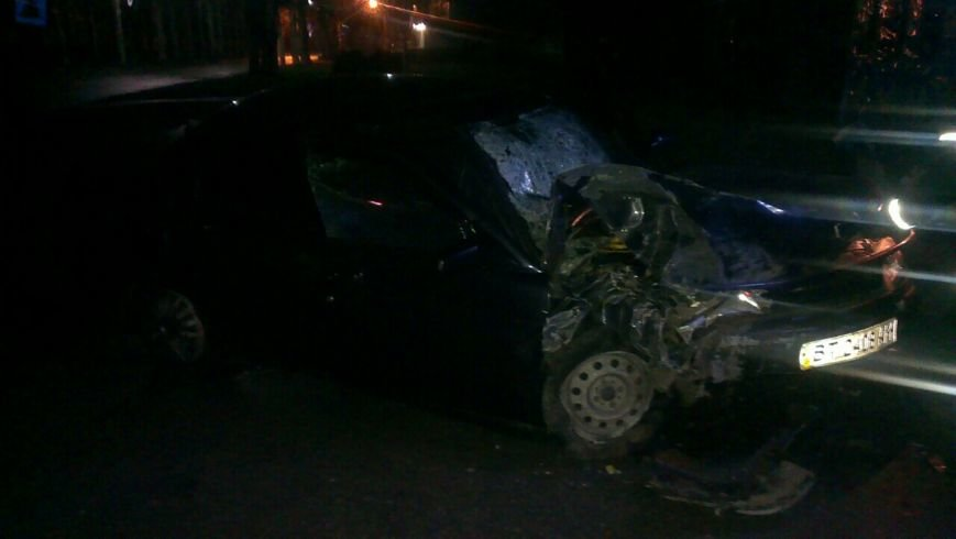 В Энергодаре машина врезалась в киоск, двое пострадавших, ФОТО (фото) - фото 2