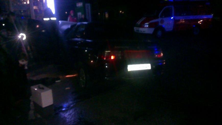 В Энергодаре машина врезалась в киоск, двое пострадавших, ФОТО (фото) - фото 4