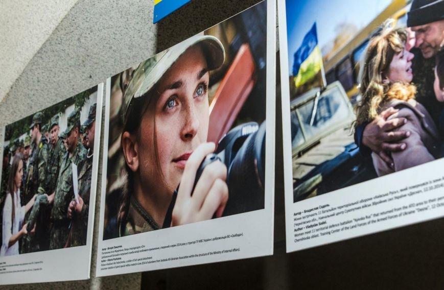 Белоцерковская фотовыставка «Женщины и конфликт в Украине» (фото) (фото) - фото 1
