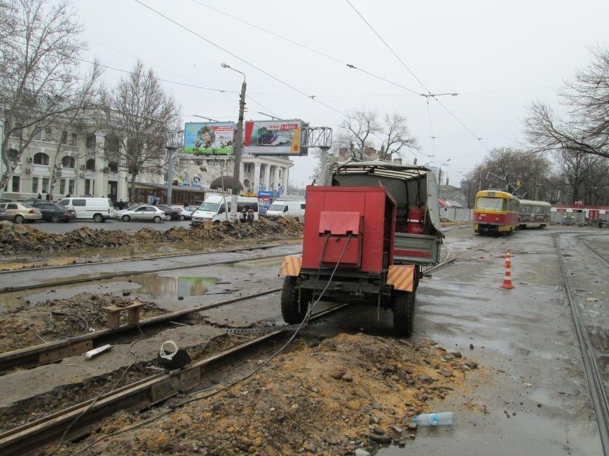 18d36d08ef20de5b6ea6435a4c061e70 Ломать не строить: Старосенную площадь в Одессе перекопали совсем