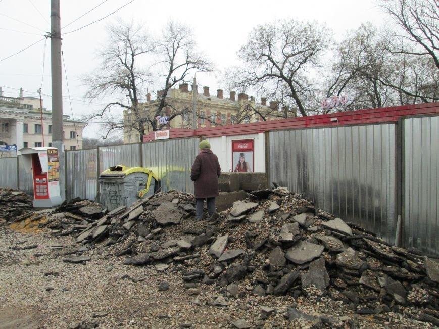 2bdf1e36b2130b911a9917b66dc95b76 Ломать не строить: Старосенную площадь в Одессе перекопали совсем